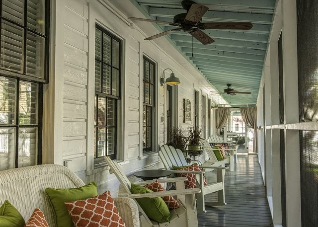 screened inn vacation rental rocking chairs mermaid cottages tybee island ga