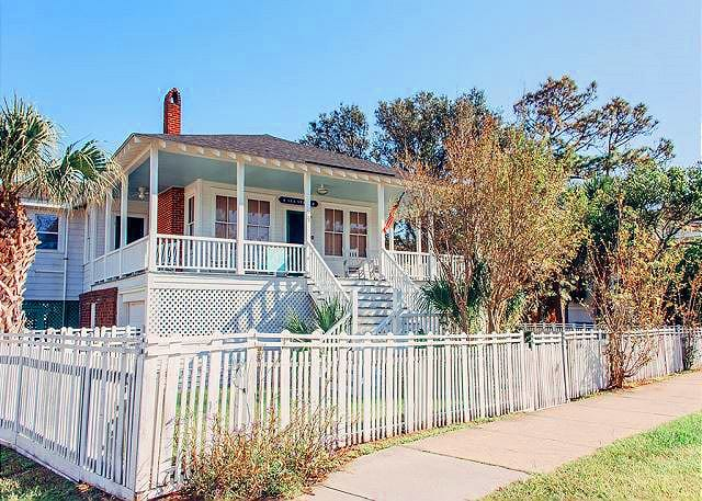 rocking chairs porch at sea stars cottage mermaid cottages tybee island ga